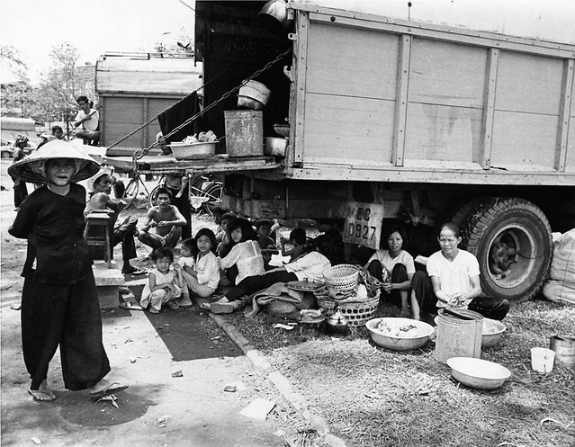 SAIGON 1968 - Gypsy-like refugees (2/7) - Photo by Kyoichi Sawada