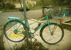Custom mixte, maker unknown. Note the Shimano Alfine 11 hub with bar-end shifter, and giant Wald basket!