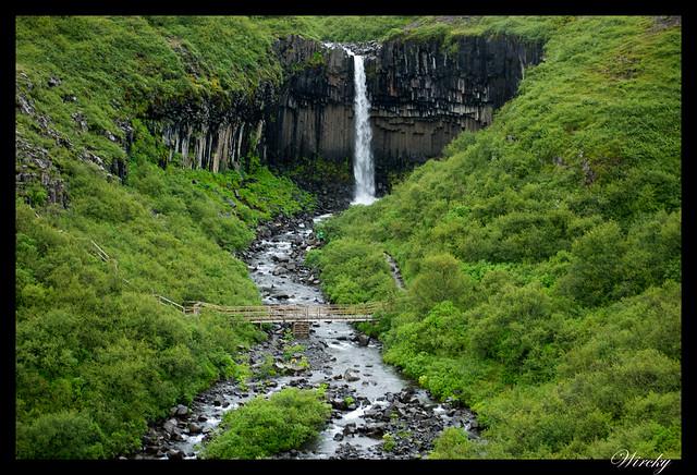 Ascenso hacia la cascada negra Svartifoss