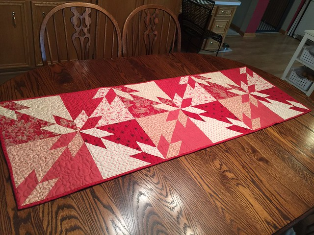 Hunter\'s Star Quilt finised and on my dining table