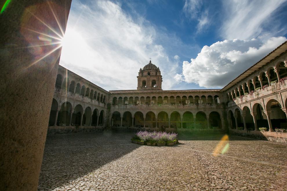El Convento de Santo Domingo es un convento de la Orden de Predicadores en la ciudad del Cuzco, construido sobre el templo del Coricancha, el Templo del sol de los incas. En 1650 un terremoto destruyó el Convento, sin embargo debajo quedó intacta la estructura del incaico Coricancha. (Tetsu Espósito)