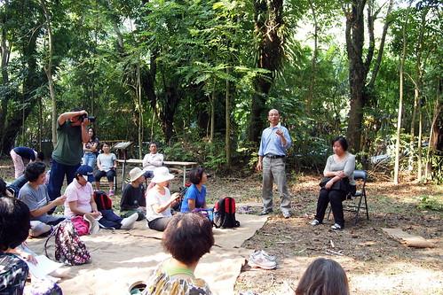 雙溪母樹林中,主辦單位規劃了山林保育與管理座談,由林務局人員、民間團體與遊客進行探討和交流。
