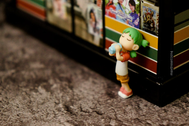 Thirsty Yotsuba outside the convenience store