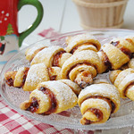 Carrot crescents with plum jam