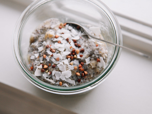 Banana-buckwheat chia pudding with coconut