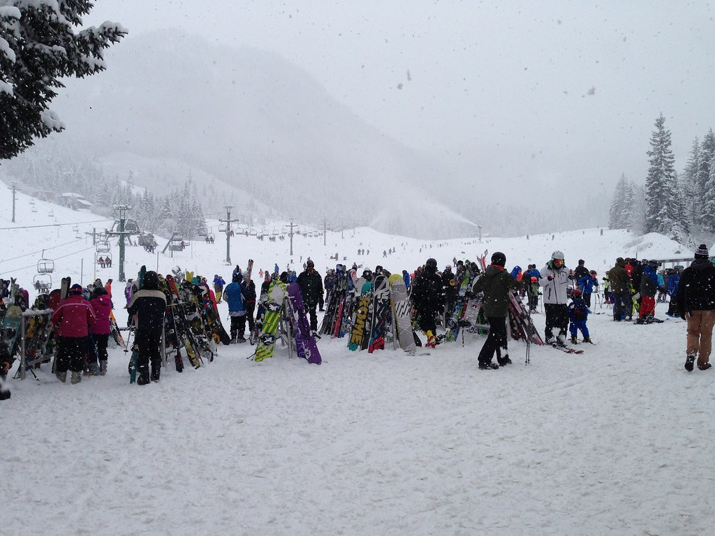 Crowded day on the slopes