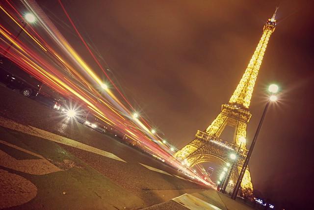 wolfkann - Eiffel Tower light stream fun