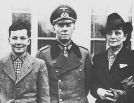 Rommel junto a su familia