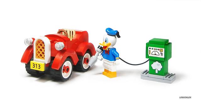 Donald Duck refuels his 313