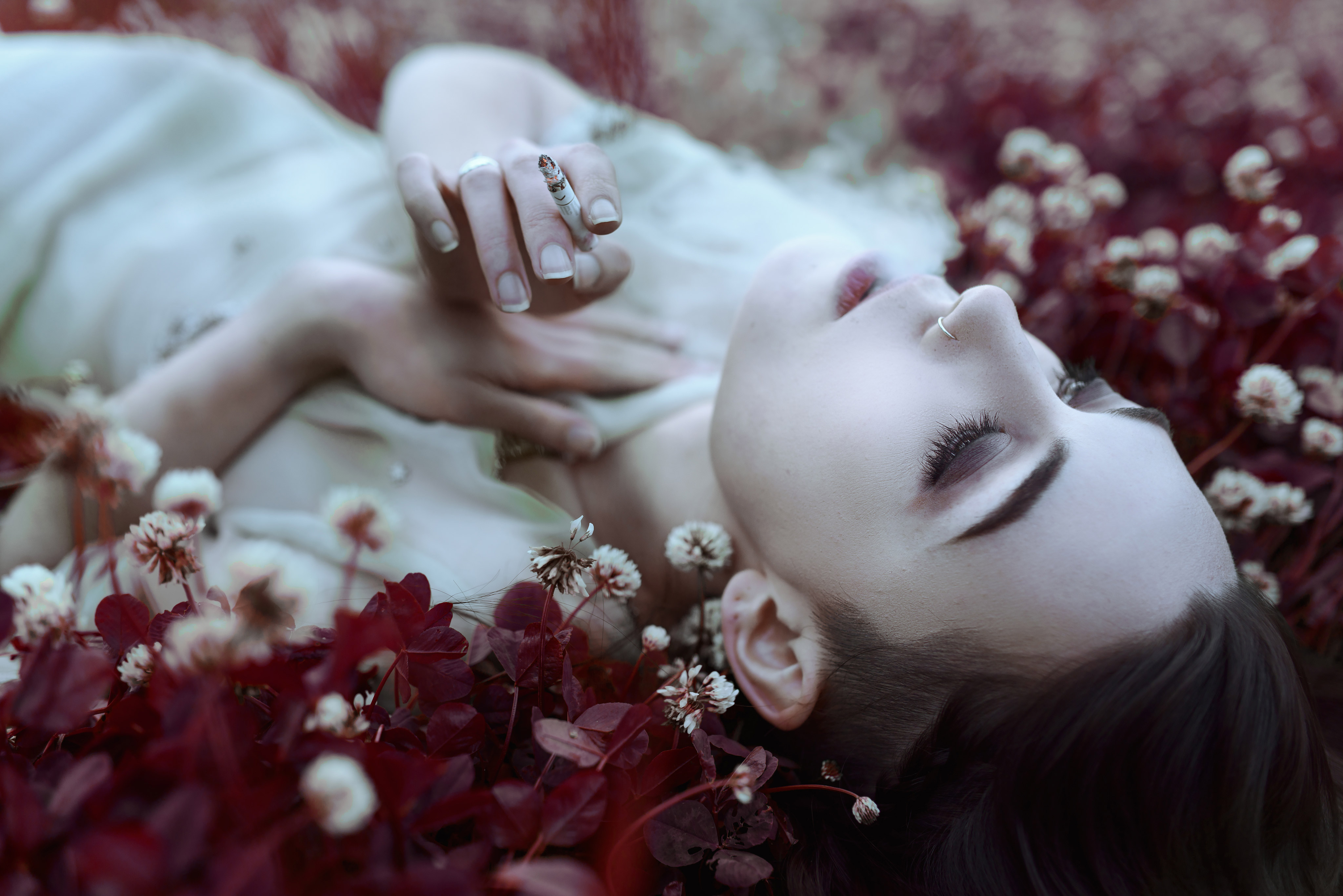 Gestalta photographed by Akiomi Kuroda. Picture of girl smoking a cigarette in tinted red grass