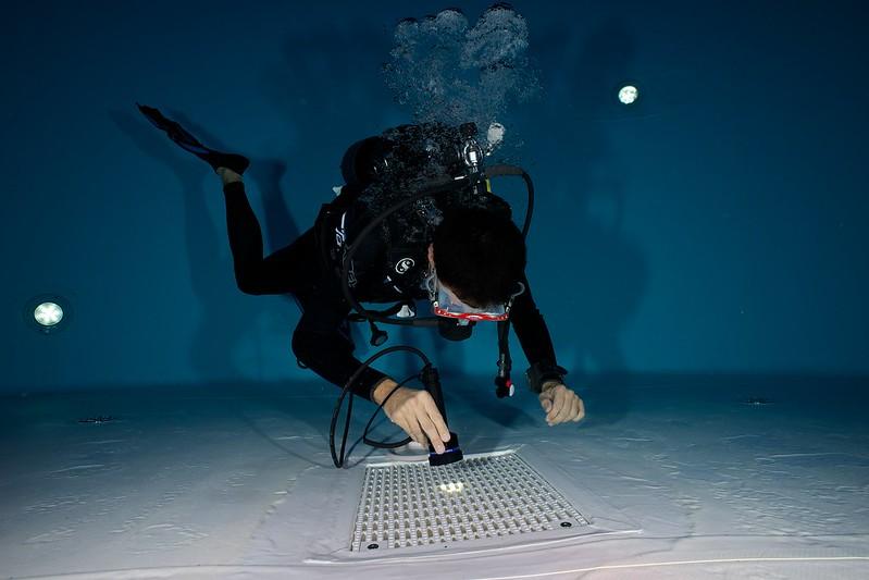 Indoor Diving avec le 15 mm Nikonos 15147822584_098a8d5b7d_c
