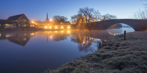 winter england thames river dawn frost gloucestershire lechlade
