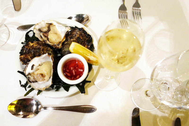 Oysters and champagne Hotel de Gou