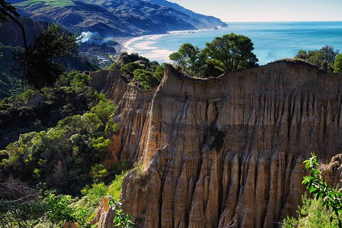 Gore New Zealand Picture : Cathedral cliffs, Gore Bay New Zealand