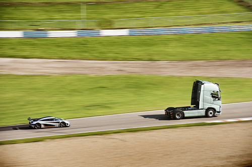 FH leading Koenigsegg