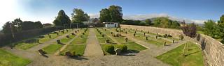 El cementerio de Burguete (Navarra) tiene forma de letra omega. Foto: Joxe Etxegoien.