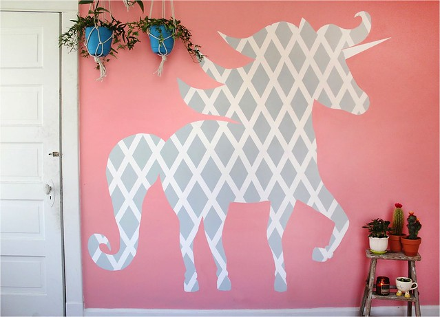 Cool  DIY Geometric Unicorn Wall