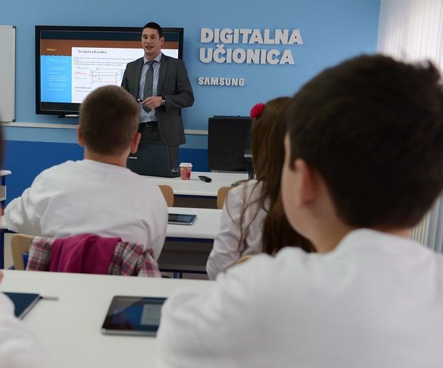 15895831471 4347591727 z Otvorena Samsung digitalna učionica u osnovnoj skoli u Požarevcu