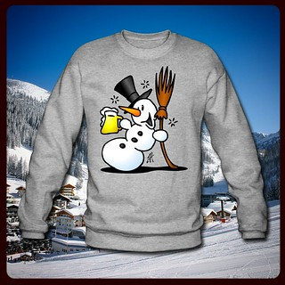 Showman with a beer - Sneeuwpop met een biertje. #winter #snow #sneeuw #beer #bier #party #ApresSki #Apres-Ski #Tshirt #sweater #Spreadshirt #Zazzle #Redbubble #Society #TheKase #Cardvibes #Tekenaartje #tekening #drawing #funny #fun #dailydrawing #dailysk