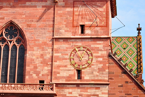 Wahrzeichen Stadt Basel Baseler Münster historische Altstadt Domkirche Außenfassade roter Sandstein Krypta Kreuzgang Skulpturenschmuck Pflanzendarstellungen Tierdarstellungen romanisch gotisch Architektur Schweiz Foto Brigitte Stolle