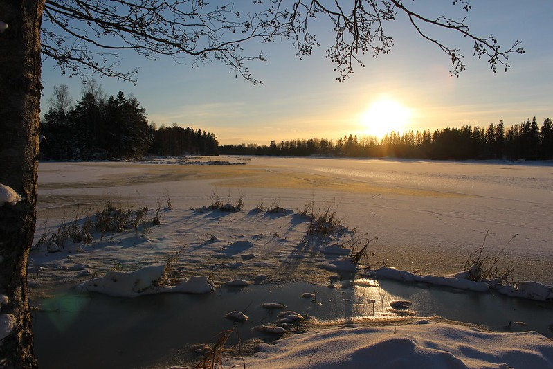 sun-over-frozen-river