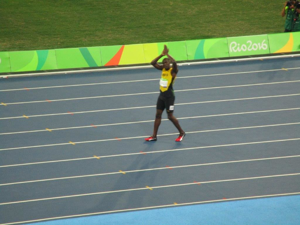 Bolt applauds