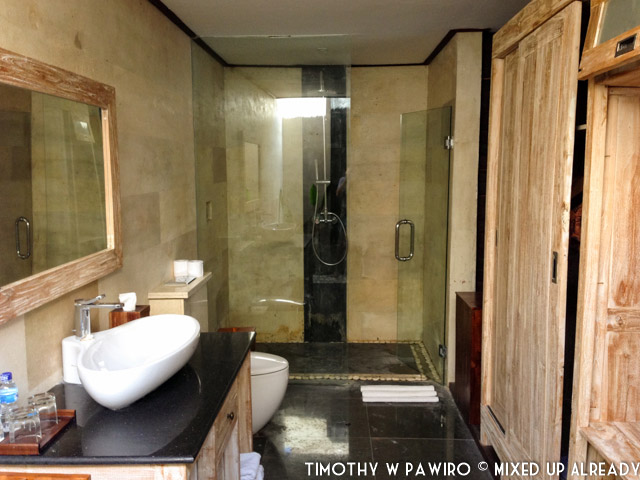 Indonesia - Bali - Nusa Lembongan Island - Lembongan Beach Club & Resort - The spacious bathroom