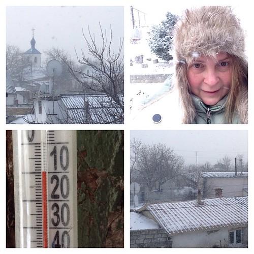 И грянул мороз, для Крыма это изрядный холод, а к ночи будет минус 20, впрочем, в горах это не такое уж редкое явление! Дороги заметает, наверное, в обед достанем санки, потому что иначе уже будет непросто ходить))) С Рождеством! #старыйкрым
