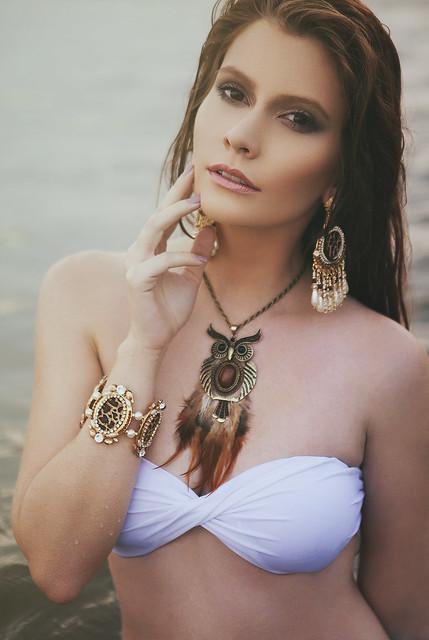 Anna Theodora - Le charme:  une maniu00e8re de s'entendre ru00e9pondre oui sans avoir posu00e9 aucune question claire