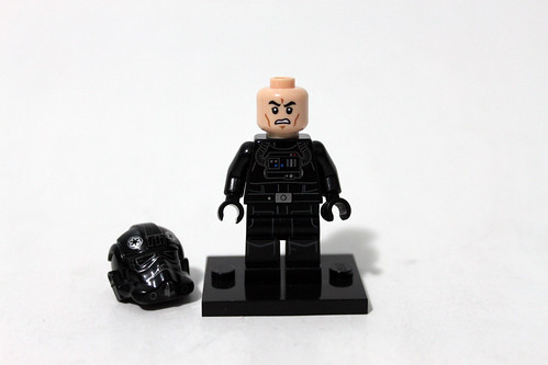 LEGO Star Wars 2014 Advent Calendar (75056) – Day 11 - TIE Fighter Pilot