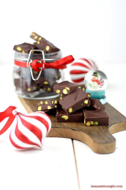 fudge al cioccolato fondente e pistacchi