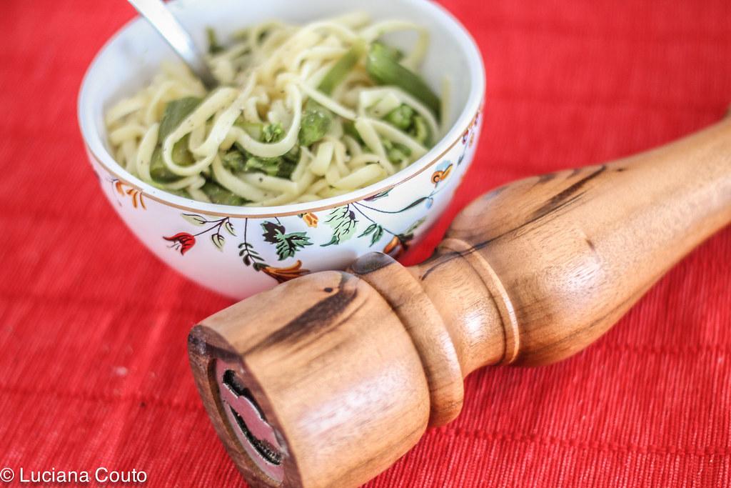 Linguini com aspargos