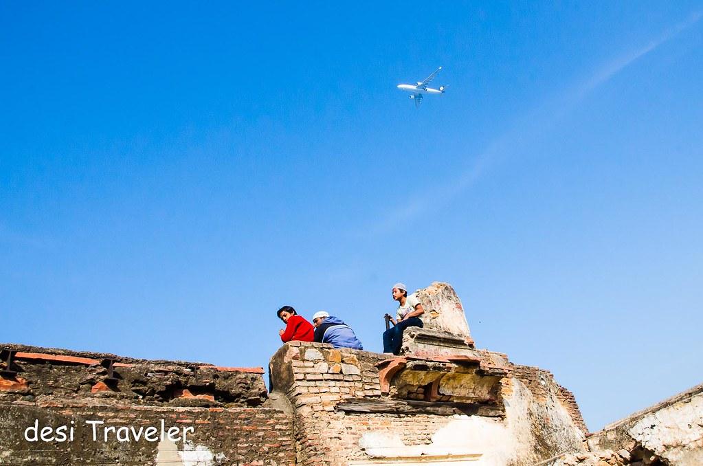 air Plane above delhi heritage monument