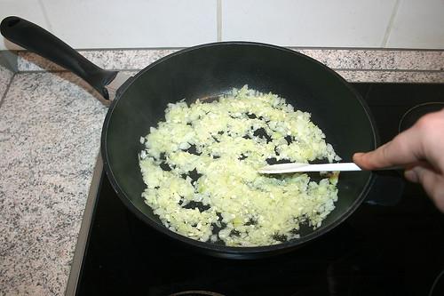 25 - Zwiebeln & Knoblauch andünsten / Braise onion & garlic