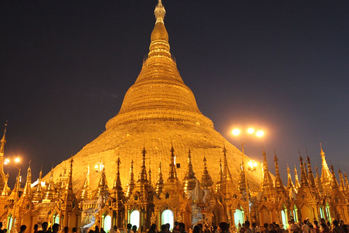 20150131_2192-Shwedagon-Pagoda-w