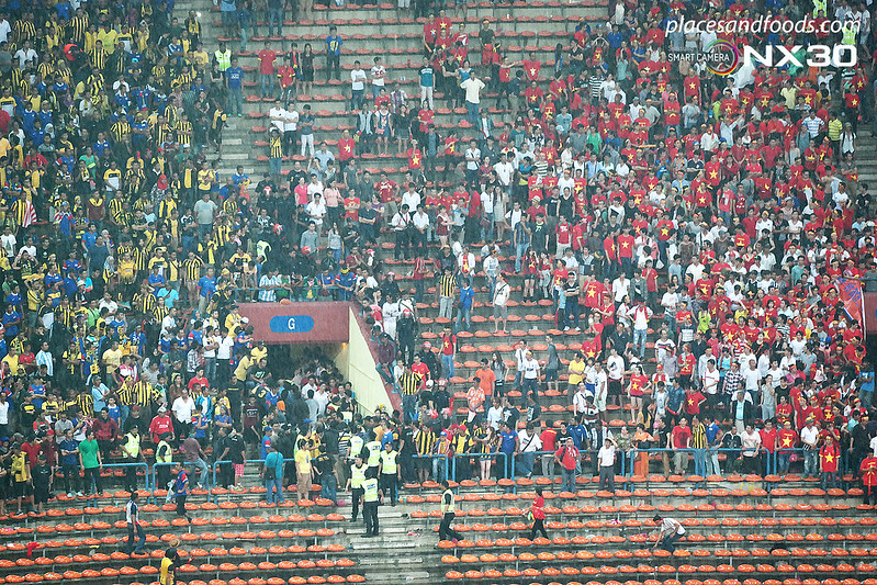 aff suzuki cup semi final 2014 vietnamese fans attacked 3