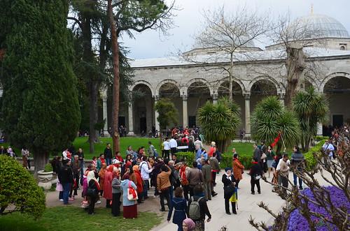 Reisegruppen in Gärten des Palasts