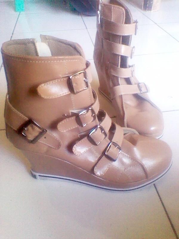 3d2afd4a8605 kode sepatu   SCW 002 - 185 rb - custom wedges ( sneaker ) bahan camry. by  hristamaji