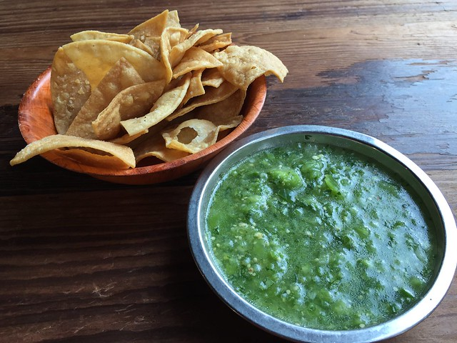 Chips and salsa verde - Don Pistos