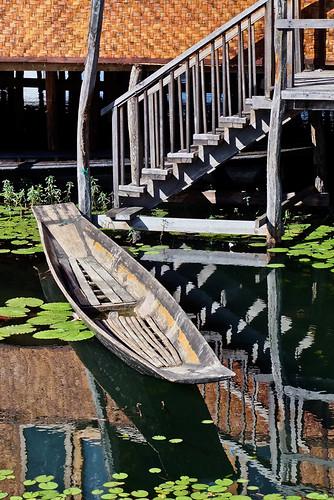 Inle Lake: Weaving Village