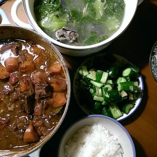 20150119 紅酒燉牛肉 卦菜烏骨雞湯 涼拌小黃瓜  #葛蘿的餐桌