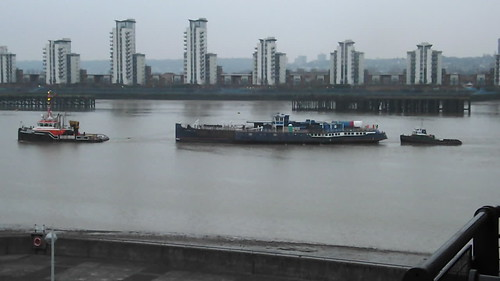 GPS Avenger towing PS Tattershall Castle @ Woolwich 21-01-15