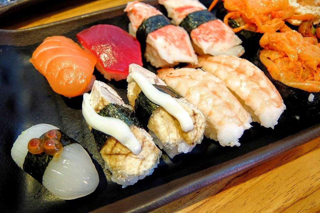 我們點的握壽司,有生的也有熟的,生魚片握壽司聽學弟說算新鮮