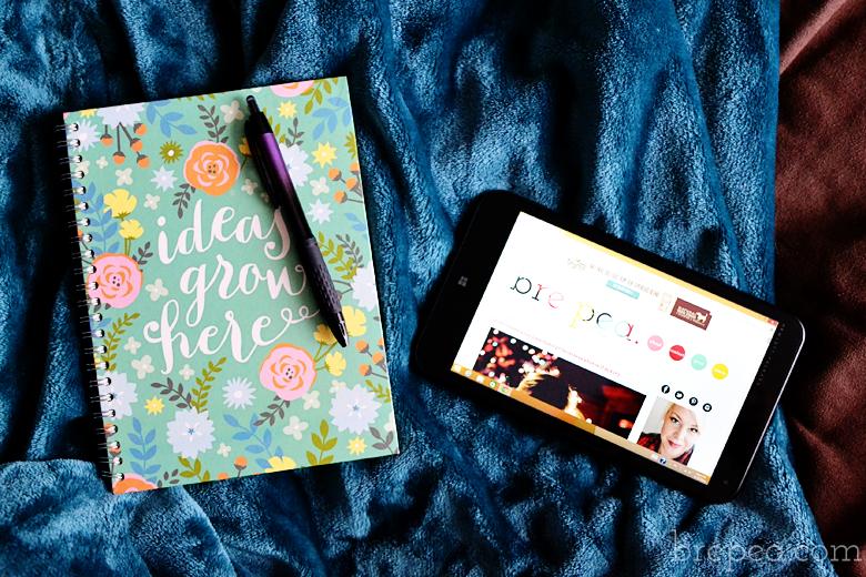 Easy tips for balancing motherhood and blogging.