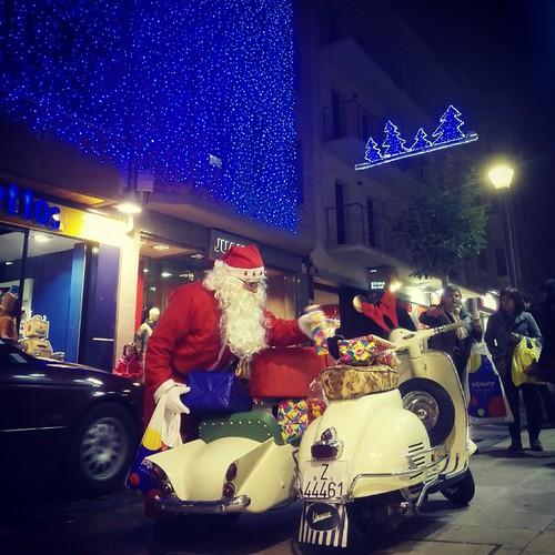#Alcañiz  Nuestro Papa Noel en vespa y sidecar.