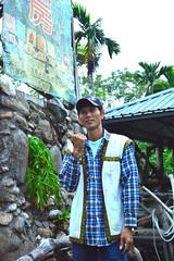 阿美青年蕭明山,帶領遊客吃在地、吃天然,也吃當季。(記者謝宗璋/攝影)