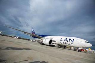 LAN CARGO transporta 50 caballos de polo desde Miami a Madrid en uno de sus aviones Boeing 777F