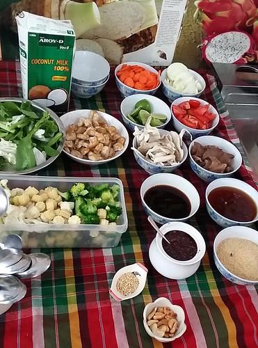 ערכת הבישול לסדנה: ירקות, רוטבי תיבול, שומשום, קשיו, חלב קוקוס