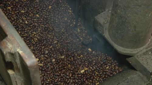 傳統方式榨花生油