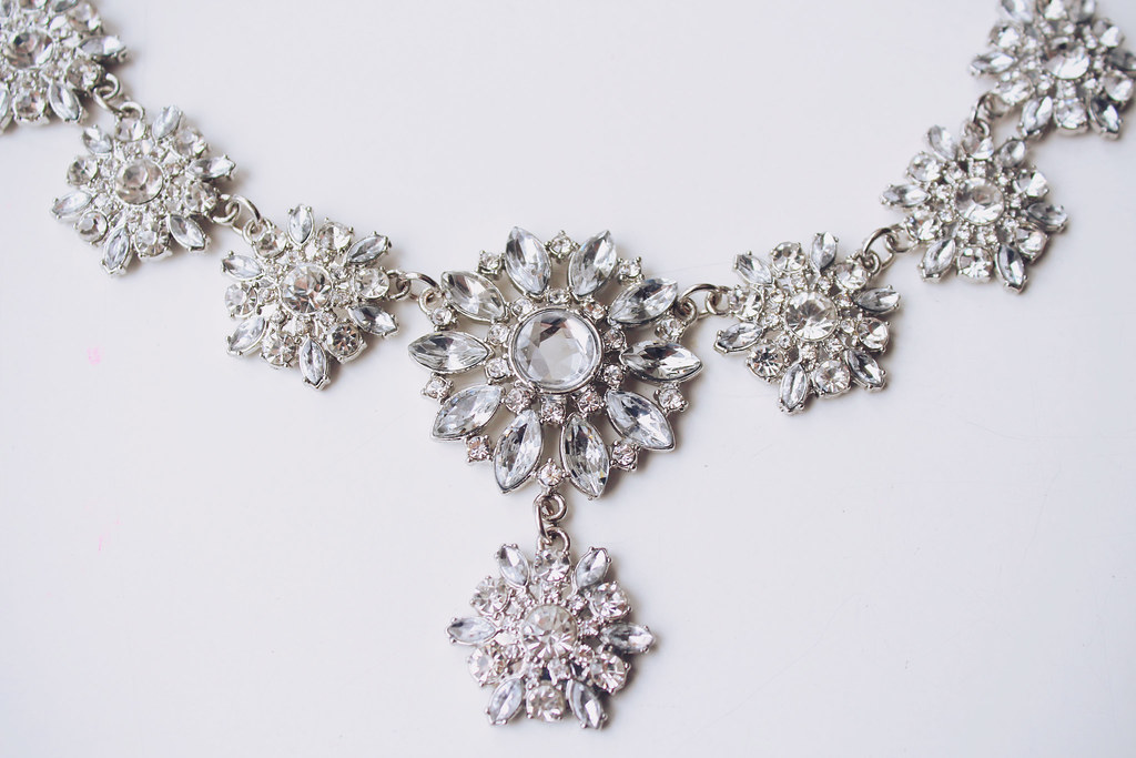 snowflake-necklace